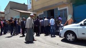 ERZURUM'DA 'ÇİŞ' KAVGASI MEYDAN MUHABERESİNE DÖNÜŞTÜ 'CONOLAR' İŞYERİNİ BASTI